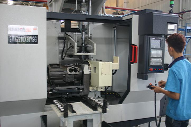 磨(机床短行程由专用珩磨数控控制系统控制,由伺服电机驱动伺服液压阀图片